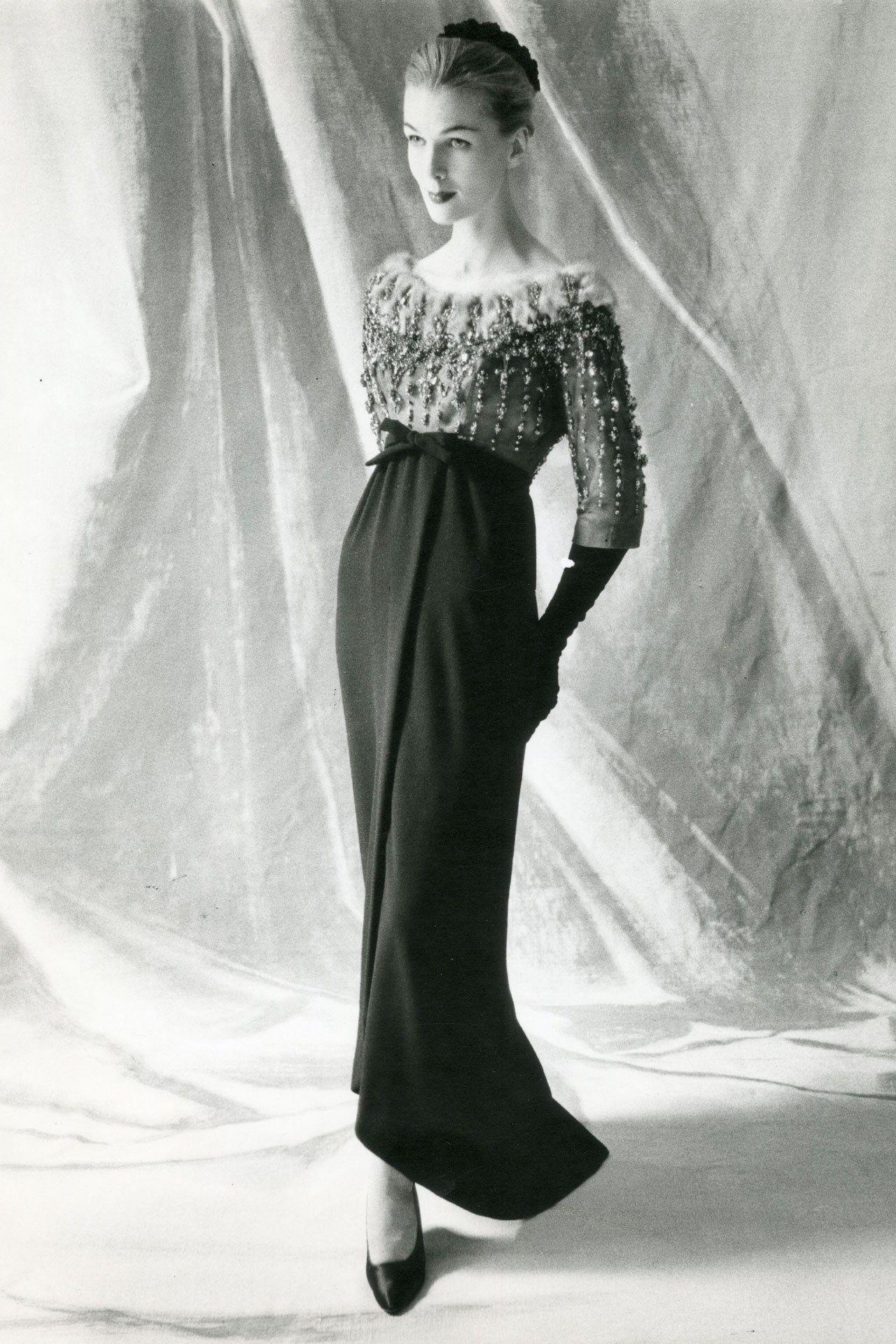 Balenciaga empire dress, 1959 (Photo credit: Balenciaga Archives Paris)