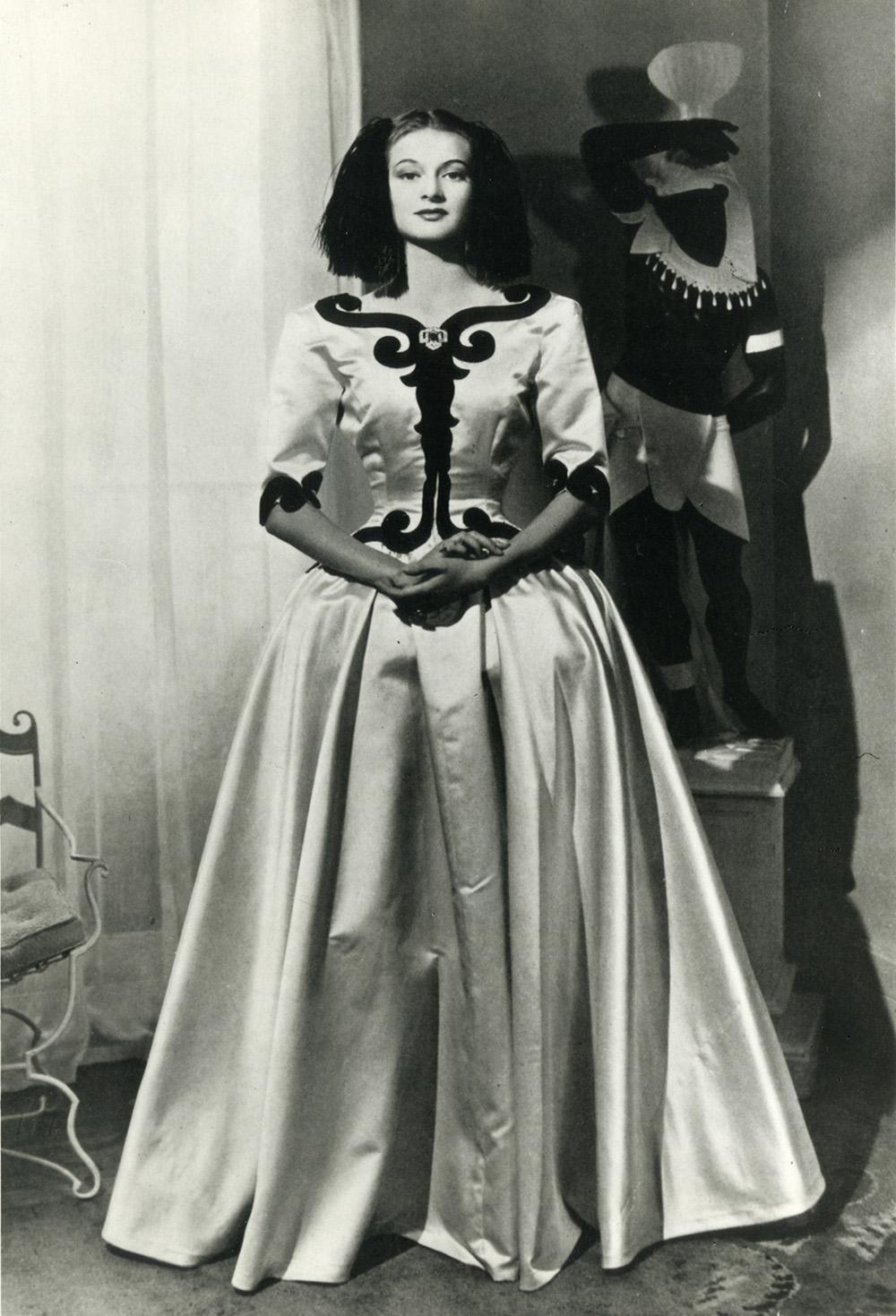 Balenciaga Infanta dress, 1939 (Photo credit: Balenciaga Archives Paris)